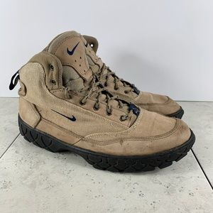 Vintage Nike ACG Women's Outdoor Boots Size 9